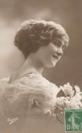 FEMMES - FRAU - LADY - Jolie Carte Fantaisie Portrait Femme   Chignon - Mujeres