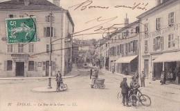 88 -- Vosges -- Epinal -- La Rue De La Gare -- Hôtel Du Louvre - Olivier Klein -- Grand Bazar Des Vosges - Cyclistes - Epinal