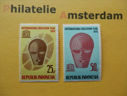 Indonesia 1970, UNESCO / INTERNATIONAL EDUCATION YEAR: Mi 680-81, ** - Indonesia