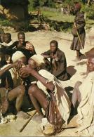 CAMEROUN  MOKOLO   Boire à La Meme Calebasse Signe D'amitié - Camerun