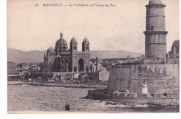 Marseille - La Cathédrale Et L'entrée Du Port - Marseille