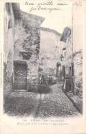 83 HYERES NOS VIEILLES RUES / CHEMINS DE FER DU SUD DE LA FRANCE LIGNE DU LITTORAL / 588 EDITION BOUGAULT - Hyeres