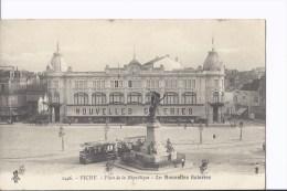 1 Cpa. Vichy. Place De La République. Magasin Les Nouvelles Galeries. Tram. Publicité - Vichy
