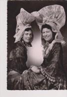 CPSM La Normandie: Costumes De La Bourgeoisie Rurale Du Sud De La Manche. Coiffes D'Orval Et De Villedieu-les-Poëles - Costumes