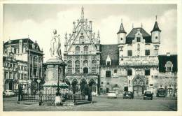 MECHELEN - Standbeeld Van Margaretha Van Oostenrijk.  Stadhuis En Oude Lakenhallen - Mechelen