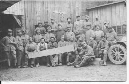 Soldats Français 75ème Cie D'aviation Soldat Du 20ème R.I En Sabots Insigne Sur La Porte Du Hangar Carte Photo 14-18 Ww1 - War, Military