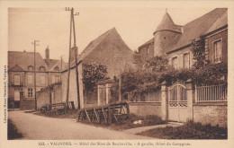 50 CPA Valognes - Hôtel Des Sires De Baudreville - à Gauche, Hôtel Du Campgrain - Valognes