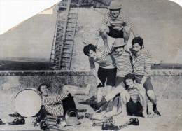 Carte Publicitaire D'un Groupe De Musiciens Aux Pieds D'un Moulin, Secrétariat URBAIN, à Toulouse (49.68) - Photographs