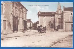CPA - CHARENTE - PALLUAUD - LE CARREFOUR - Petite Animation Véhicule - éditions Photographique James Delage à Montmoreau - France
