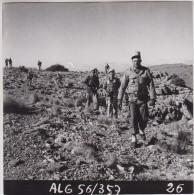 Photo Originale - Guerre D´Algérie - 1 Er Régiment Etranger En Mission (Légion, Légionnaire) - Format: 18.4 X 18 Cm - Guerre, Militaire