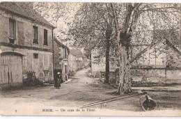 MIGE  Un Coin De La Place - Migennes