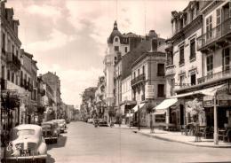 03 VICHY LA RUE DE PARIS CPM PAS CIRCULEE - Vichy