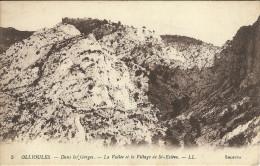Ollioules Dans Les Gorges La Vallee Et Le Village De St Esteve - Ollioules