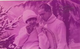 FEMMES - FRAU - LADY - Jolie Carte Fantaisie Couple Amoureux Dans La Neige - Femmes