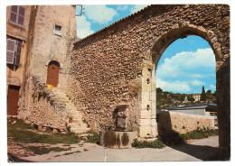 AUPS--1977--Porte Des Aires (fontaine)  ,cpsm 15 X 10  N° 5269  éd  De Provence - Aups