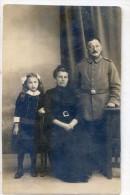 Carte Photo - Un Couple ,lui Militaire - Fillette - Emil Schröter, Jütterbog - Anciennes (Av. 1900)