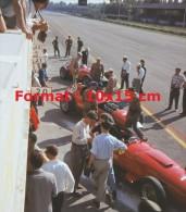 Reproduction D'une Photographie Des Ferrari Au Grand Prix D'Italie à Monza En 1957 - Reproducciones