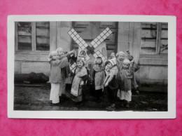 Photo Belgique, Pays Bas   Moulin, Enfants    A Identifier - Lugares