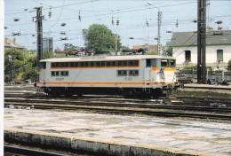 LE RAIL USSELOIS N° 372 BB 17066 En Manoeuvre En Gare D'Aulnoye 59 - Trains