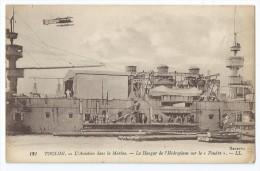 """Cpa Bon Etat ,    Toulon , Hangar De L'hydroplane Sur """"le Foudre""""   Aviation Dans La Marine - Krieg"""
