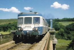 LE RAIL USSELLOIS N° 407 L´autorail X 2889 Franchit Le Leff Peu Après Frynaudour 22 - Trains