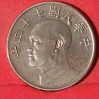 TAIWAN  5  YUAN  1983   KM# 552  -    (Nº12960) - Taiwan