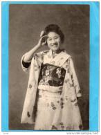 -JEUNE JAPONAISE EN KIMONO -nous Saluant Tout Sourire-gros Plan -années 1910-20 - Cartes Postales