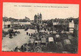 LE NEUBOURG - La Place Un Jour De Marché (partie Ouest) - Le Neubourg