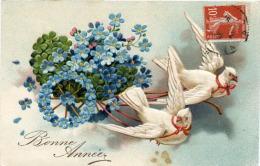 CP Gaufrée - Bonne Année Avec Colombes Tirant Un Chariot De Fleurs - Nouvel An