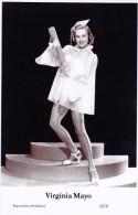 VIRGINIA MAYO- Film Star Pin Up - Publisher Swiftsure Postcards 2000 - Artiesten