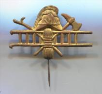 Firemen / Feuerwehrmann / Bomberos - Germany, Vintage Pin Badge, 40 X 25 Mm, Replacement Needle - Brandweerman