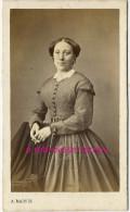 CDV Vers 1860-1870-mode Femme-jolie Robe Finement Rayée-photo Alexandre Martin à St Lazare Et Taibout à Paris - Photographs