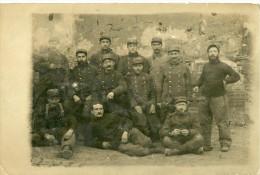 A Identifier. Cpa Photo D' Un Groupe De Soldats De La 1er Guerre Mondiale. - A Identifier