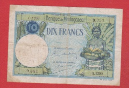 Madagascar  //  10 Francs  //  Type 26  //  TB - Madagascar