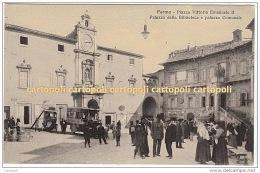 ^ FERMO PIAZZA VITTORIO EMANUELE II AUTO CAR POSTALE PALAZZO DELLA BIBLIOTECA E COMUNALE POST CAR T - Fermo