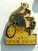 Pin´s  GARDE REPUBLICAINE - MOTO - Armee