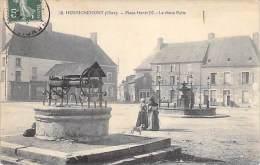 HENRICHEMONT 18 - Place Henri IV : Le Vieux Puits - CPA - Cher - BERRY - Henrichemont