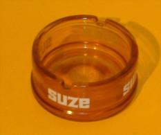 """Cendrier Publicitaire """" SUZE """" Sérigraphié Verre Moulé Ambré  8,5 X 4,5 Cm.TBE - Glass"""