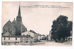 85 LE POIRE SUR VIE EGLISE ET LA PLACE BELLE VUE - Poiré-sur-Vie