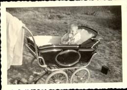 Foto  Photo  - Baby In Kinderwagen - Fotograaf Bartok - Hasselt - Non Classés
