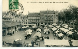 35 - RENNES - Place De La Halle Aux Blés, Un Jour De Marché - Rennes