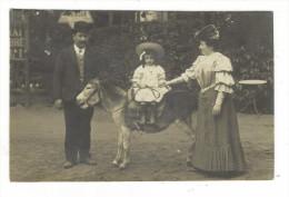 SEINE  /  LE  PLESSIS-ROBINSON  /  COUPLE  +  FILLETTE  SUR  ÂNE  /  CARTE-PHOTO , Tirage Argentique  ( En 1909 ) - Le Plessis Robinson