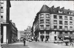 Amiens - Somme - 205 - Rue Delambre - Animée - Circulé En 1957 - Noir Et Blanc - TBE - Amiens