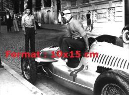 Reproduction D'une Photographie Du Pilote De Course Tazio Nuvolari Descendant De Son Auto-Union Numéro 4 - Repro's