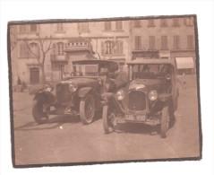 PHOTO ANIMEE AUTOMOBIL DION BOUTON 1923-1928 ET AUTRE AUTO DELAGE DEVANTURE EPICERIE SAINT LOUIS ORFEVRERIE - Guerra, Militari
