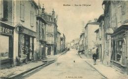 Cpa 16 Ruffec, Rue De L'Hopital, Beaux Commerces Et Marchandise Sur Le Trottoir.... - Ruffec
