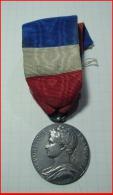 Médaille Du Travail Argent 1928  République Francaise Ministère Commerce Et Industrie Attribuée  TBE - Professionals / Firms