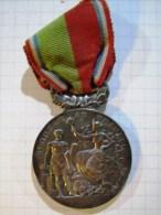 Médaille Du Travail 1921 Syndicat Général Commerce Et Industrie Ile De France Paris Argentan Maillechort TBE - Professionnels / De Société