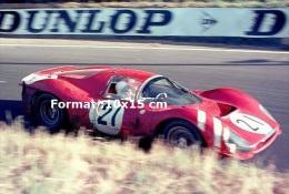 Reproduction D'une Photographie D'une Ferrari 330 P3 Numéro 21 Aux 24H Du Mans De 1966 - Reproductions