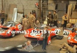 Reproduction D'une Photographie Du Garage Ferrari Aux 24H Du Mans De 1963 - Reproductions